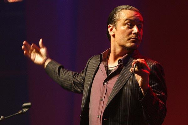 Mike Patton vuelve a sorprender en Chile de la mano de su repertorio italiano